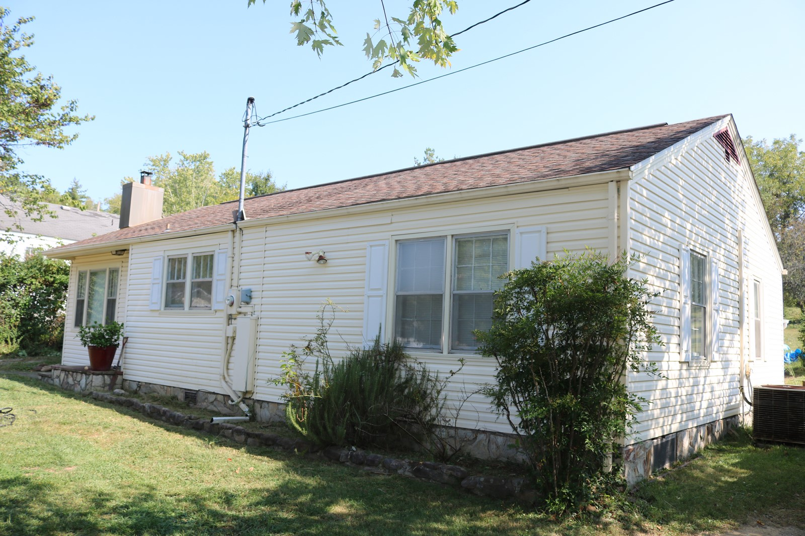 Charming 3 possible 4 bedroom 2 bath home on double lot in convenient location across from Hardins Park!